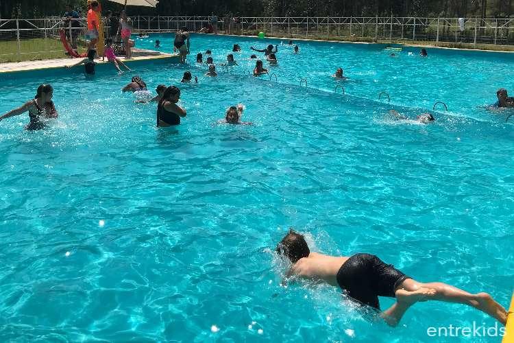 Disfruta de un día de piscina y camping en El Edén