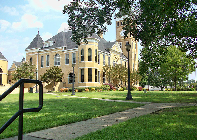 Saline County Courthouse Lawn