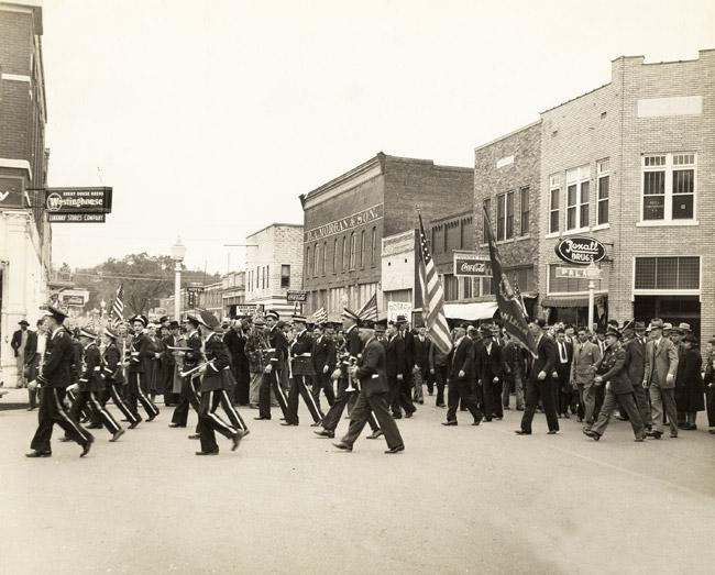 Clarksville: Armistice Day Parade