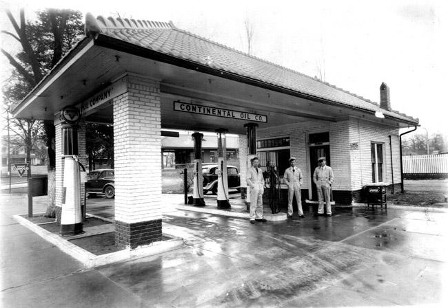Clarksville: Gas Station