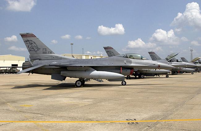 Arkansas ANG F-16s