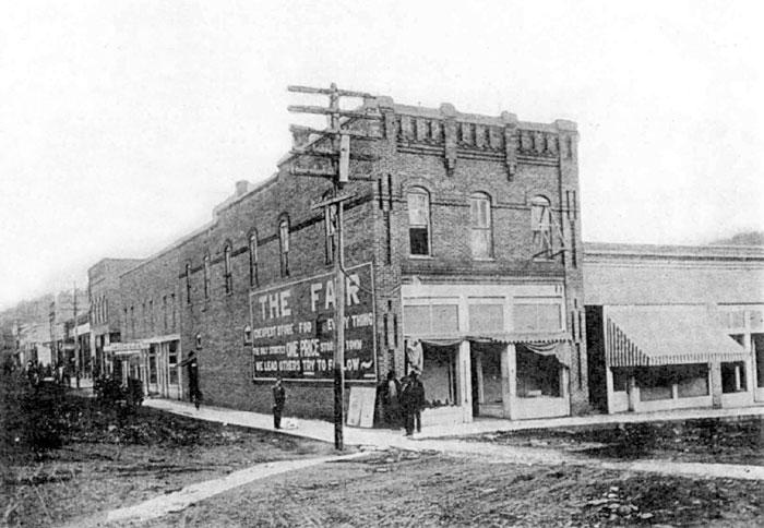 Heber Springs: Building