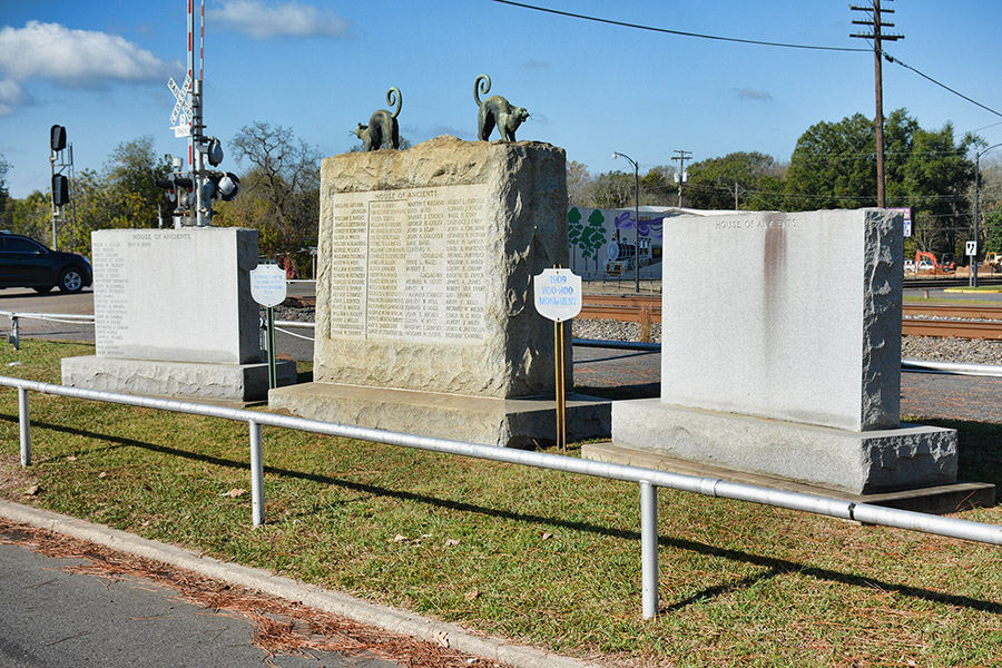 Hoo-Hoo Monument