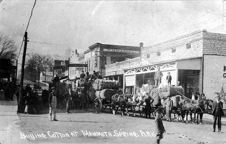 Mammoth Spring Street Scene