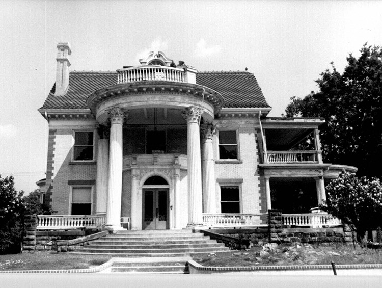Angus McLeod House