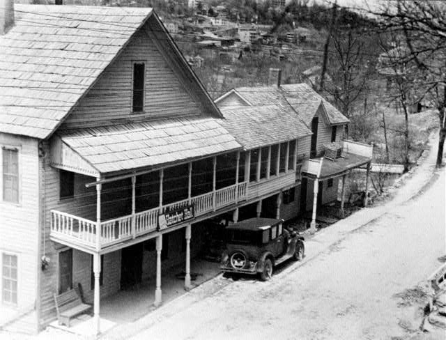 Eureka Springs: Hatchet Hall