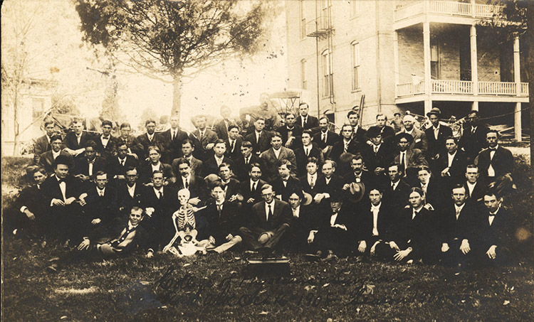 UAMS Students; 1908