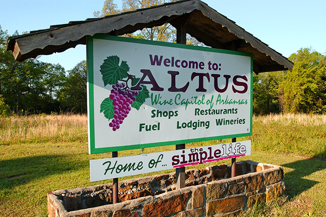 Altus Wineries Sign