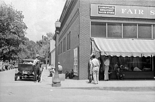 Clarksville: Street Scene