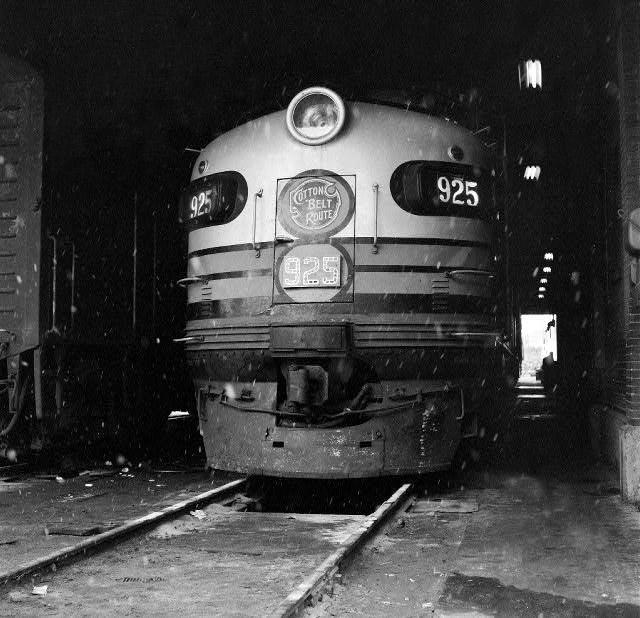 Pine Bluff: Cotton Belt Railroad Engine