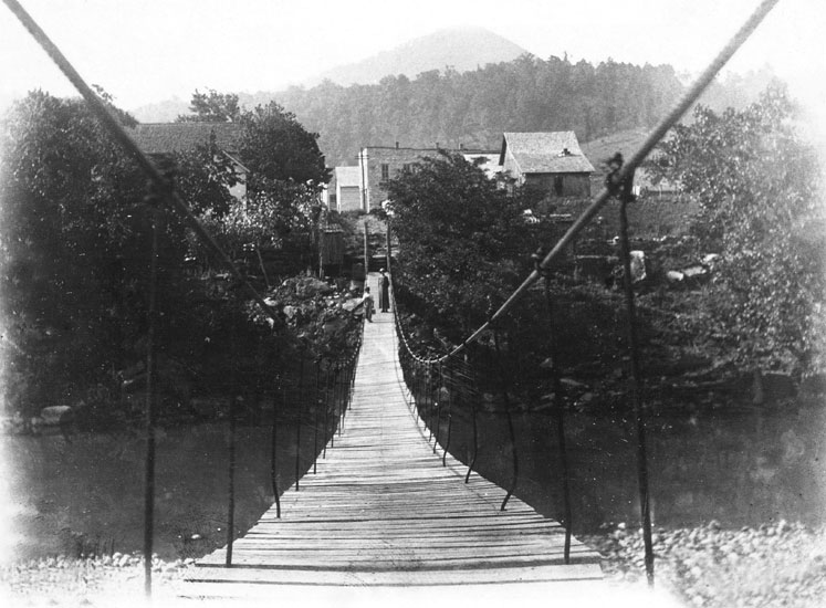 Carrollton: Swinging Bridge