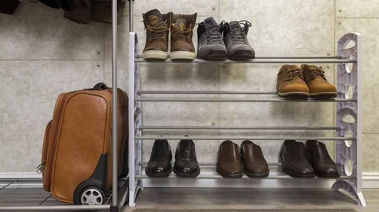 Una zapatera de piso es una inversión que debe considerar al momento de diseñar y montar su clóset | Ferretería EPA