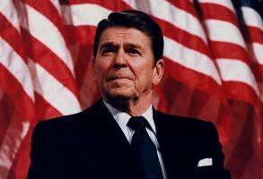 1024px-President_Reagan_speaking_in_Minneapolis_1982