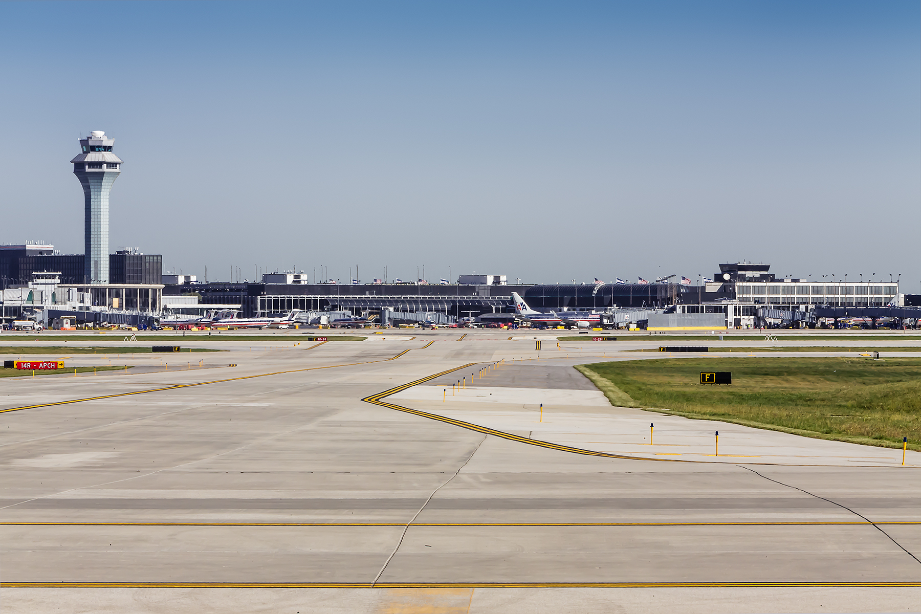 02-OHare-Taxiway-ZS-Chicago-Illinois-Ele