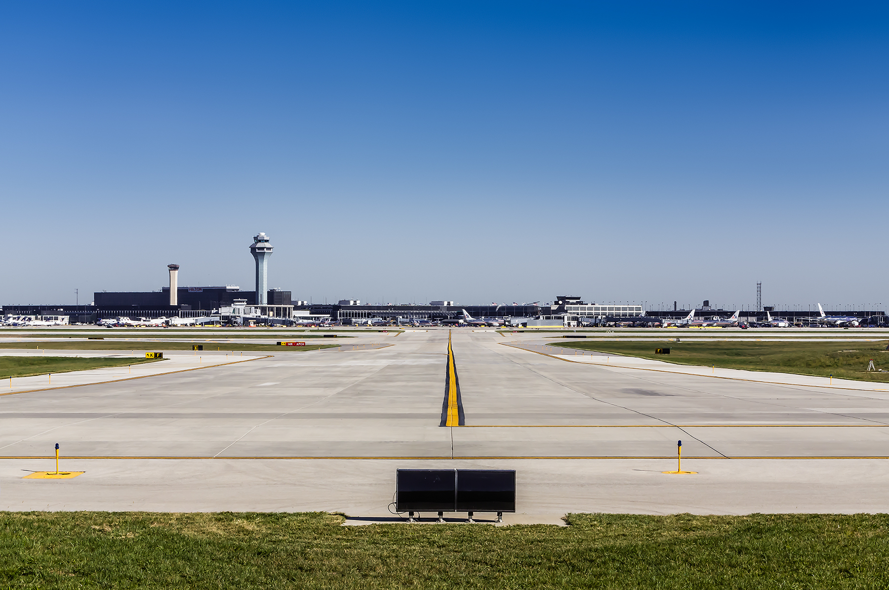 03-OHare-Taxiway-ZS-Chicago-Illinois-Ele