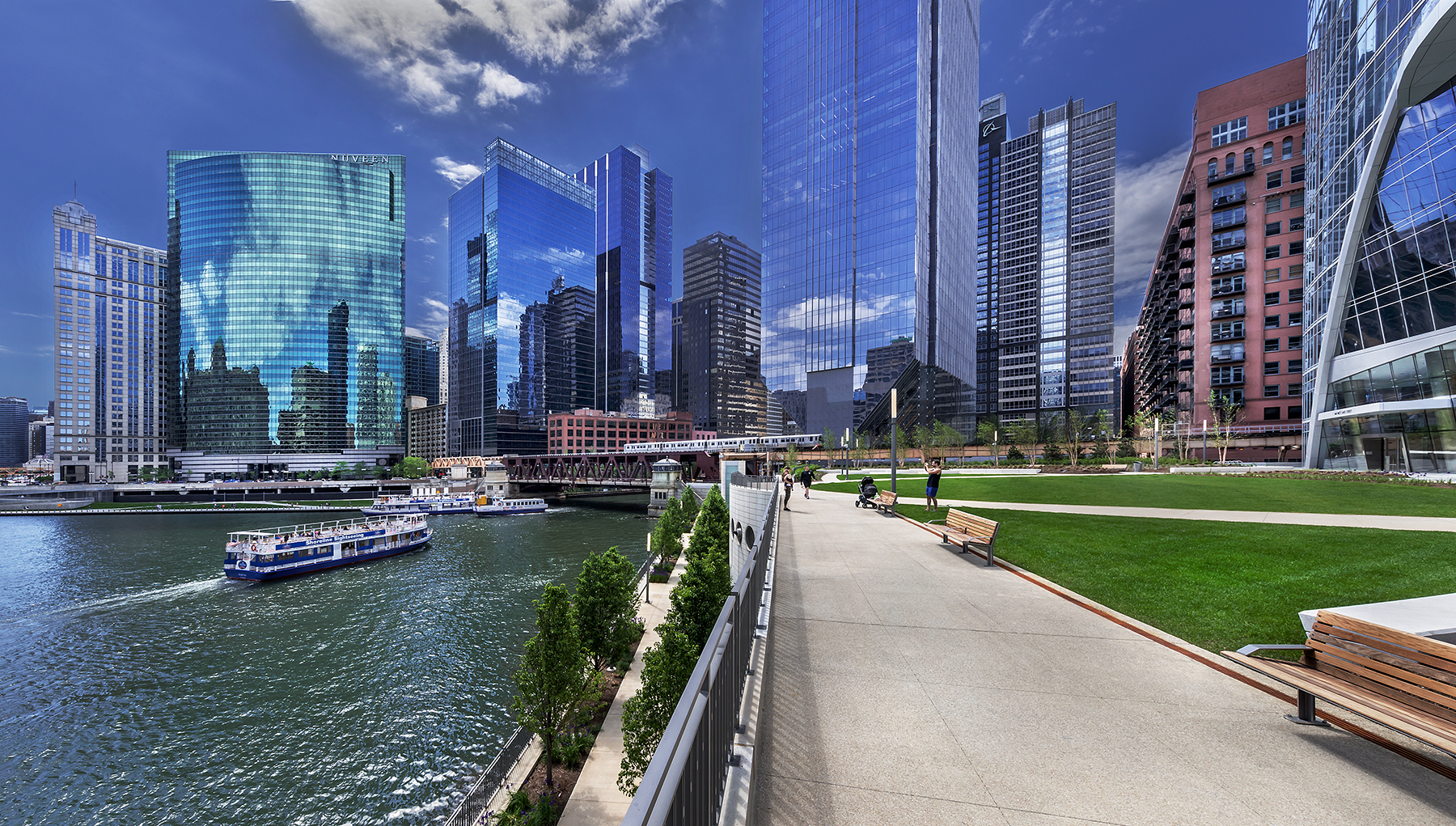 River_Point_Chicago_Illinois_PlazaWithVi