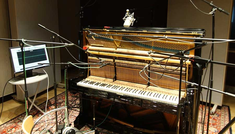 Recording and sampling a real acoustic piano
