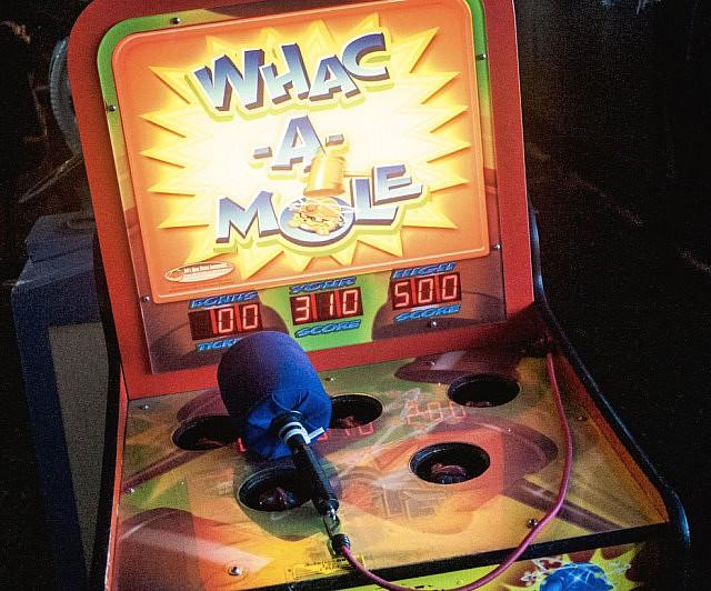 whac-a-mole-arcade-game-640×532