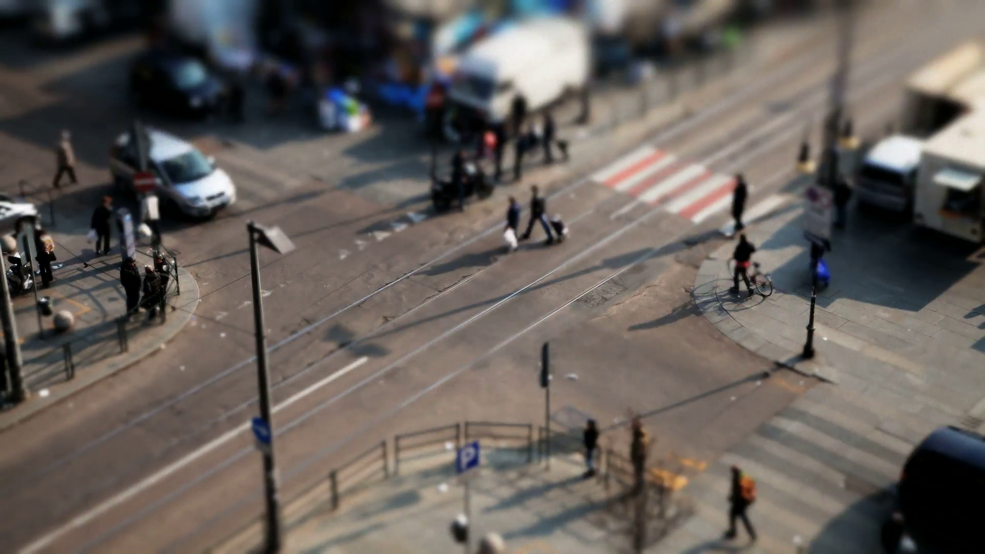 city-crossroad-tiltshift-timelapse-in-italy_htar80rw__F0000