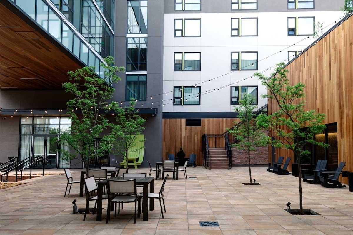 embassysuites_patio-4_webres