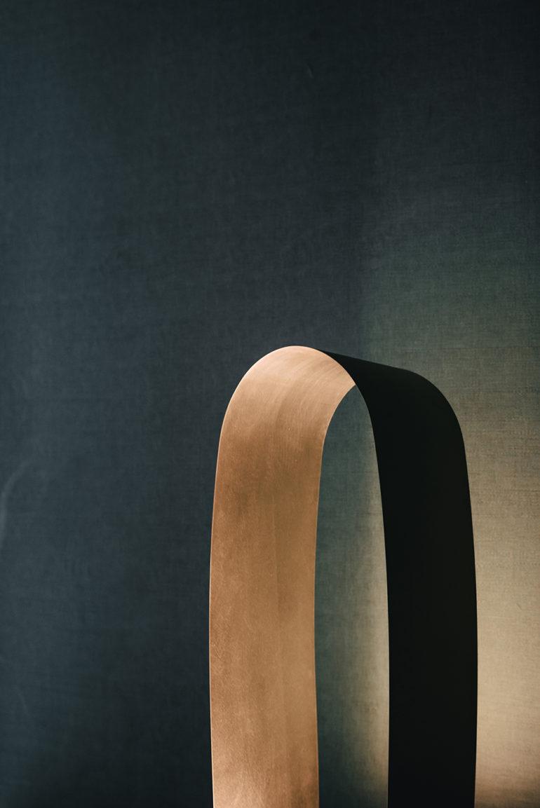 parabola_lamp_hector_esrawe_08