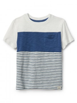 Camiseta masculina infantil com bolso e listras