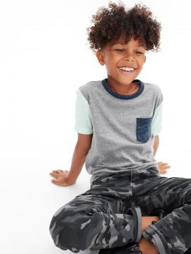 Camiseta masculina infantil bicolor com bolso