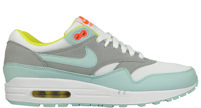 3070170b50d17 Nike Womens Air Max 90 Julep