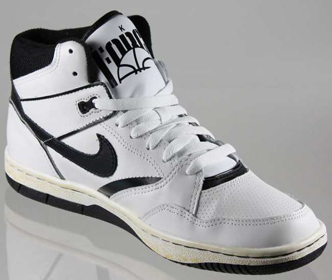wholesale dealer 05aa2 10b16 Nike Sky Force 88 Vintage White Black .
