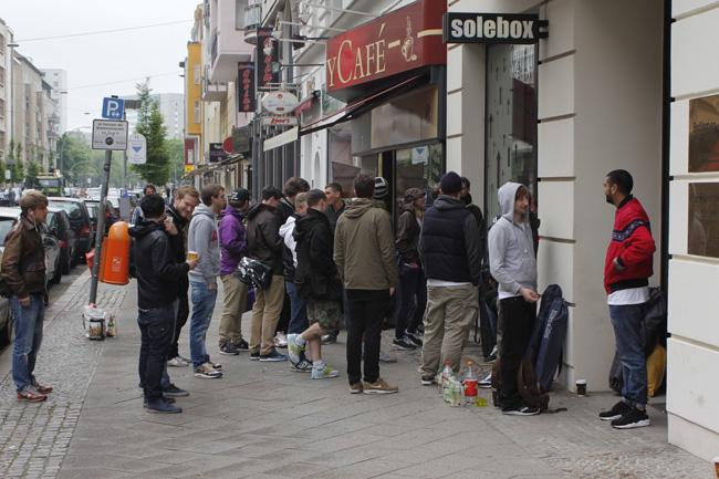 EUKicks Solebox Berlin 24 Kilates Asics Gel Saga Release