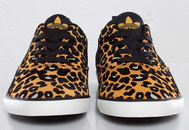 competitive price bdce4 6aaa5 adidas Originals Azurine Low W