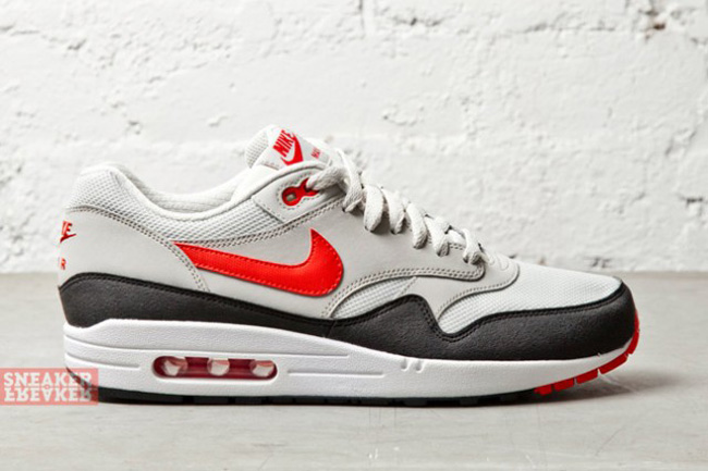 air max 1 red white black