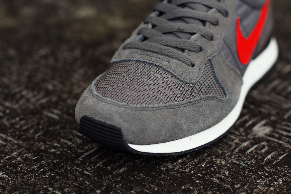 new product 14f8f e6734 Nike Air Internationalist   Dark Pewter   Light Crimson - OG EUKicks  Sneaker Magazine