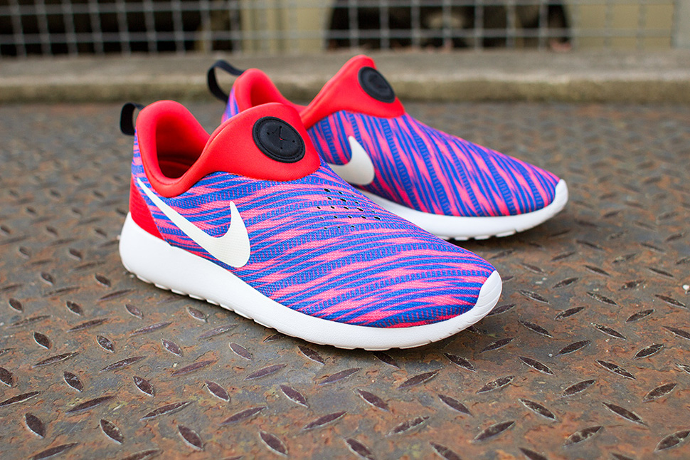 nike roshe red and blue