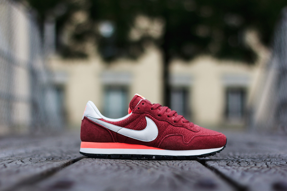 sports shoes 99b98 01849 ... sneakers 56b06 3cf56  australia nike air pegasus 83 hyper crimson 85979  d309e