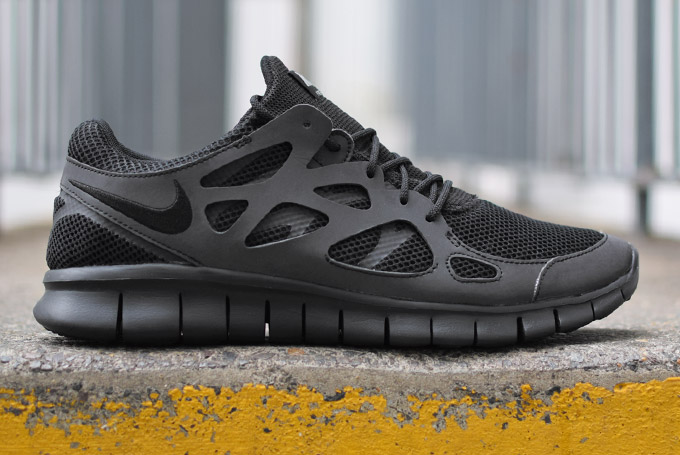 nike free run 2 triple black reflective