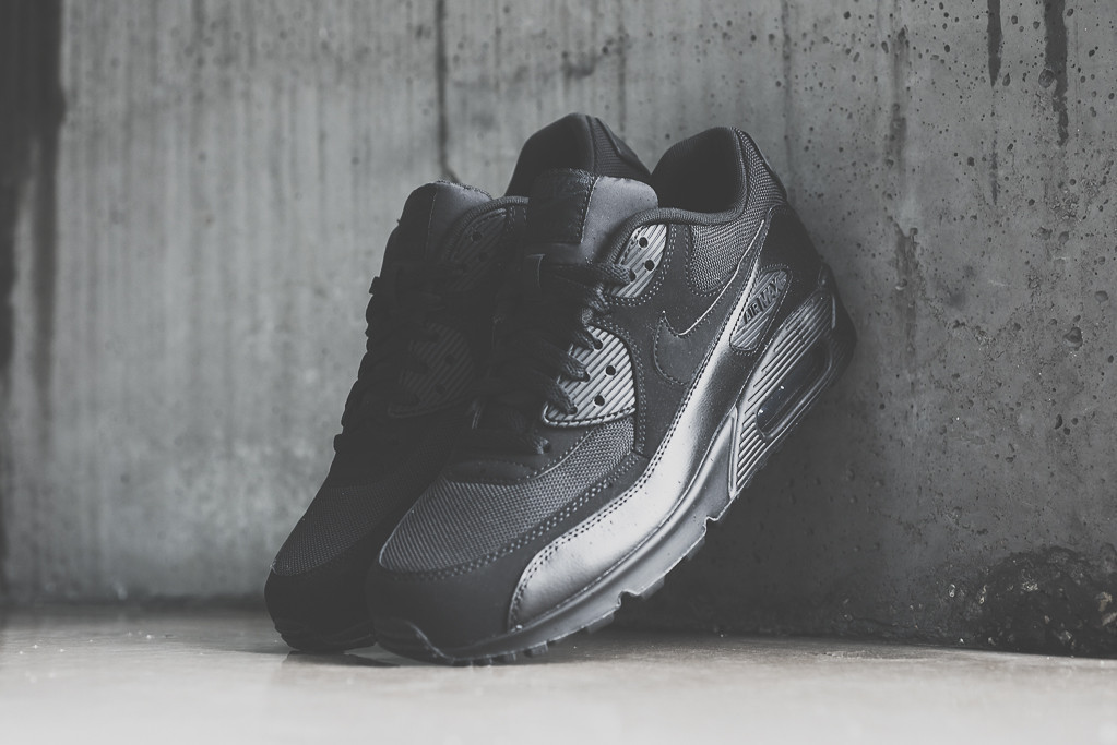 outlet store 68629 640c8 Nike Air Max 90 Essential
