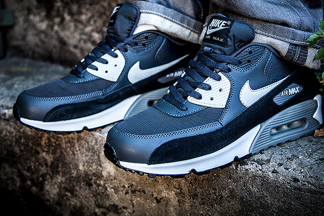 Nike.air Max 93 Noir Triple Au Casier De Pied