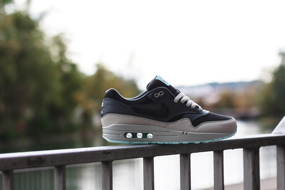 pretty nice 68866 4b67c Nike Air Max 1 Leather