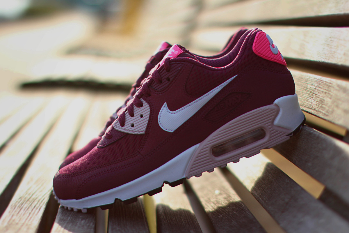 Nike Air Max 90 Essential Villain Red Champaign Pink Pow 616730 600 Womens Running Shoes 616730 600