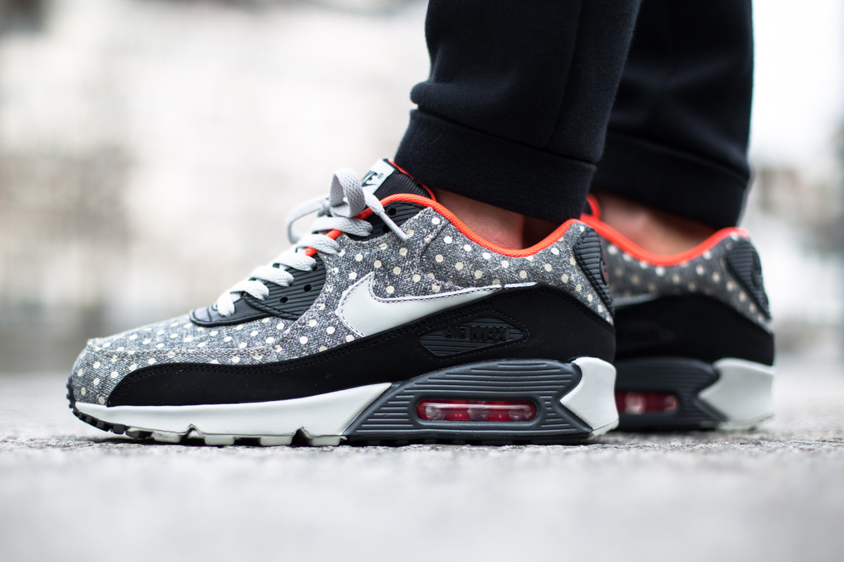 nike air max 95 premium with dot pattern black & white