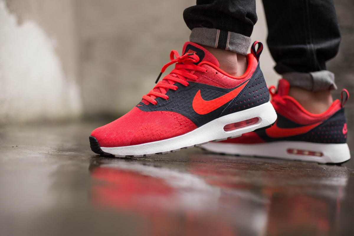 Air Max Tavas Essentiel Rio Rouge / Pourpre / Obsidienne