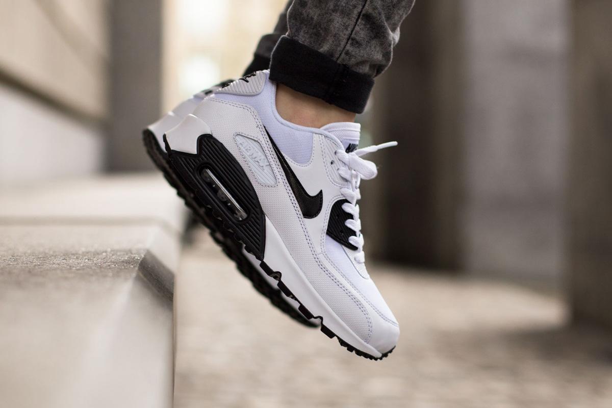 check out 74e87 96425 Nike WMNS Air Max 90 Essential