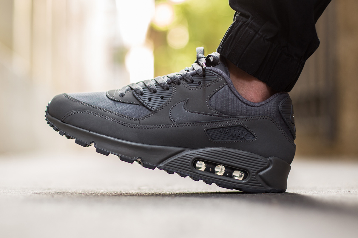 reputable site 37234 6714d Nike Air Max 90 Essential