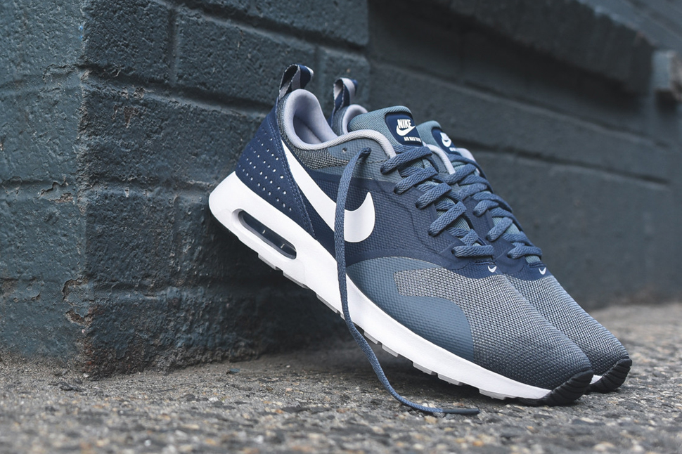 new arrival 3dff0 35e6b Nike Air Max Tavas Essential