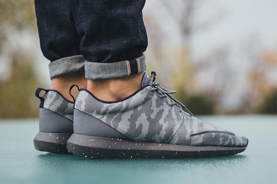 Nike Roshe NM FB Flat Silver Obsidian Dark Grey