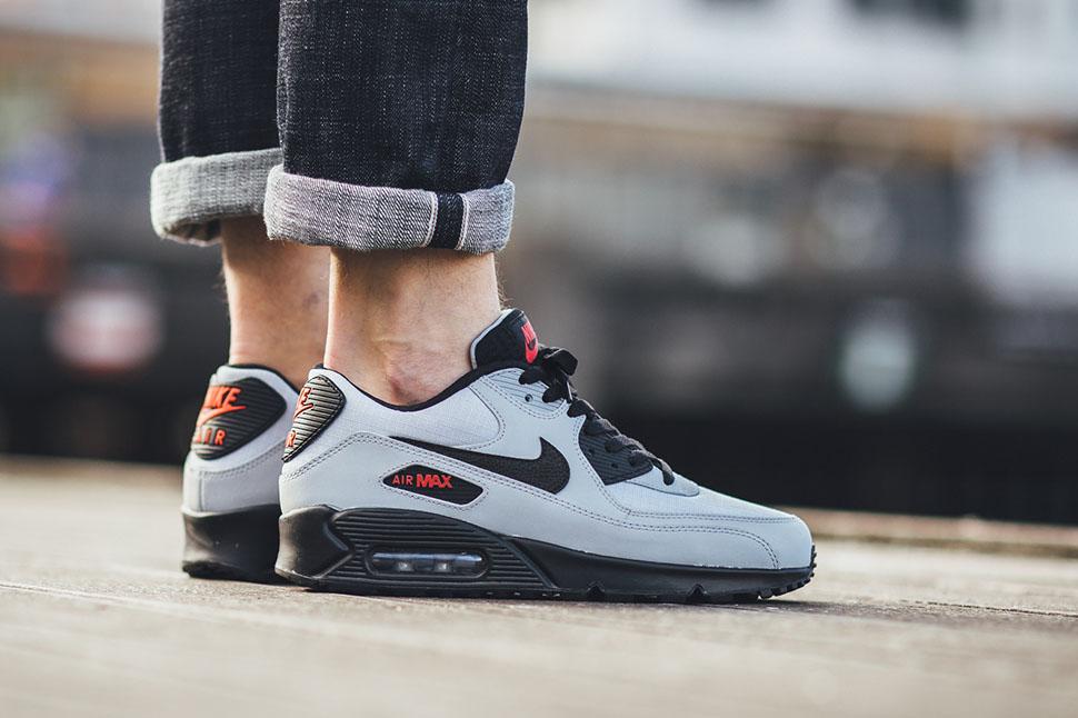 best sneakers 478a8 6dcd3 Nike Air Max 90 Essential
