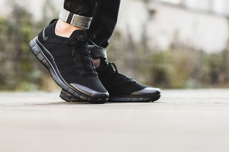 Le Black-out De Nike Flyknit Libre Hantait
