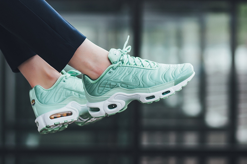 low cost nike air max plus satin footlocker 77ba8 66561