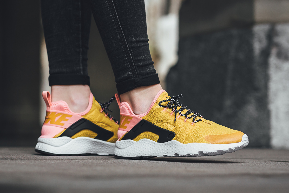 nike air huarache run ultra gold